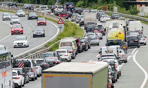 """Ab Donnerstag: Tirol sperrt Autobahnabfahrten für """"Navi-Ausweicher"""""""