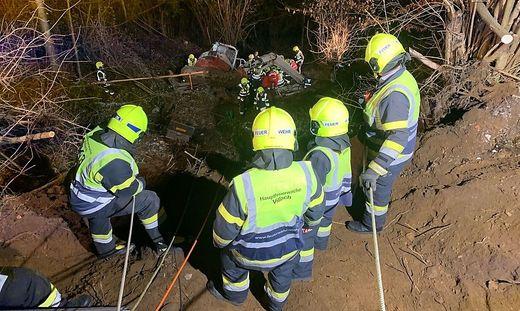 Der Bagger stürzte 15 Meter in die Tiefe