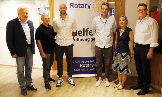 Rotary-Charity-Golfturnier: Fuerstenfelder Rotarier und Golfer helfen Schuelern