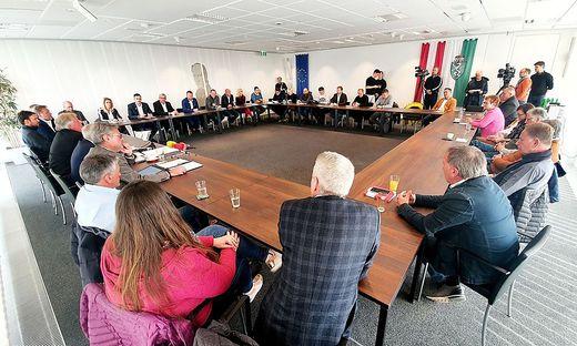 Krisengipfel der Busunternehmer in der Wirtschaftskammer Steiermark Montagfrüh