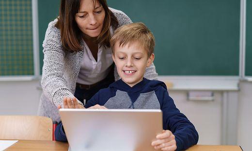Bevor Kinder in die Volksschule kommen, sollen sie auf einem Tablet oder auf Papier ihre Fähigkeiten unter Beweis stellen