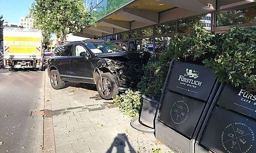 Der Wagen fuhr gegen den Garten des Cafe Fürstlich