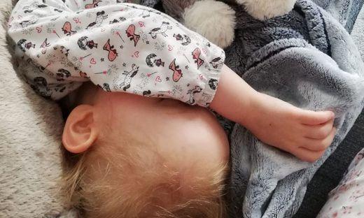 Schlafen darf Marie nur mit einem speziellen Sensor, der den Herzschlag überprüft.
