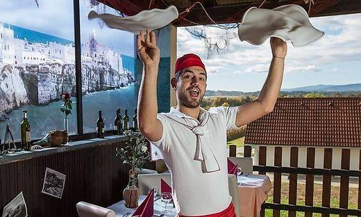 Marco Urbano macht gute Pizzen und dabei auch eine gute Figur