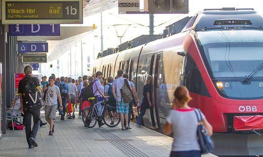 Schnellbahn in Kaernten Bahnhof Klagenfurt und Maria Rain Juni 2012
