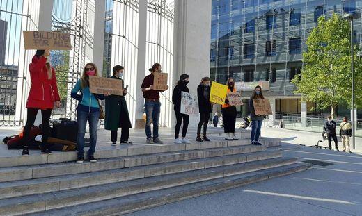 CORONAVIRUS: TIROL - SCH�LER DEMONSTRIERTEN IN INNSBRUCK GEGEN HOME-SCHOOLING