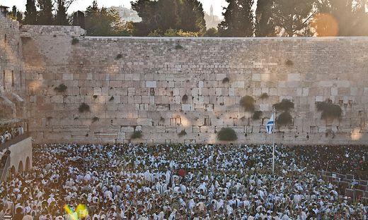 Die Westmauer des von den Römern zerstörten Jerusalemer Tempels ist der heiligste Ort im Judentum