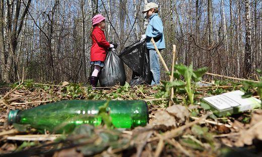 """Beim """"steirischen Frühjahrsputz"""" sammeln auch Schüler tonnenweise Abfälle ein"""