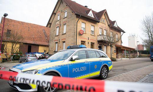 Sämtliche Räume des Tatorts in dem Gebäude seien durchsucht worden