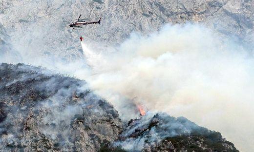 Waldbrand im Tiroler Karwendelgebirge ausgebrochen