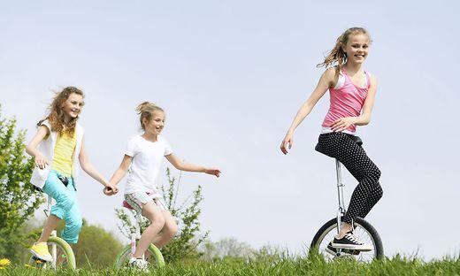Grazer Forscher haben untersucht, was im Gehirn passiert, wenn Kinder Einradfahren lernen