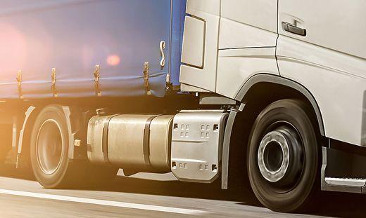 Der Schaden am Lkw beläuft sich auf mehrere Tausend Euro (Sujetbild)