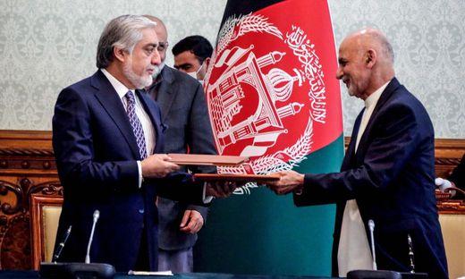 Der afghanische Präsident Ashraf Ghani und sein Rivale Abdullah Abdullah teilen sich die Macht im Land am Hindukusch