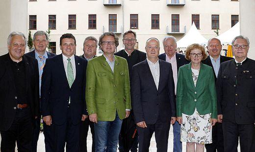 Friedrich und Reingard Ohnewein (3. und 2. v.l.) mit den Ehrengästen