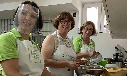 Christina Grammelhofer, Monika Täubl und Barbara Kirl kochen gemeinsam