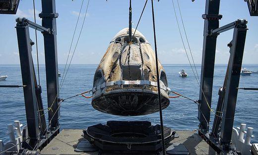 """Die Kommandokapsel """"Endeavour"""" nach ihrer Landung"""