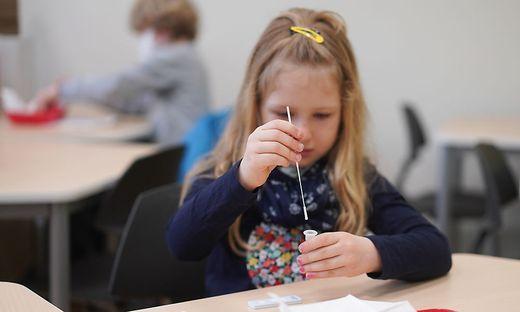 Die Skepsisi gegenüber der Corona-Selbsttests an den Schulen ist in Kärnten deutlich gesunken (Symbolfoto)