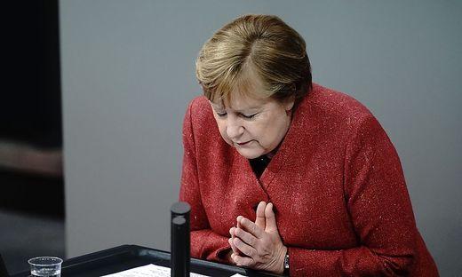 Merkel fleht