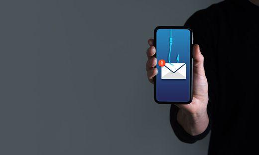 Betrüger wollen per SMS an Bank- oder Kreditkartendaten