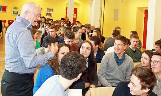 Gregor Staub verblüffte die 7. und 8. Klassen des Brucker Gymnasiums mit seinem guten Gedächtnis