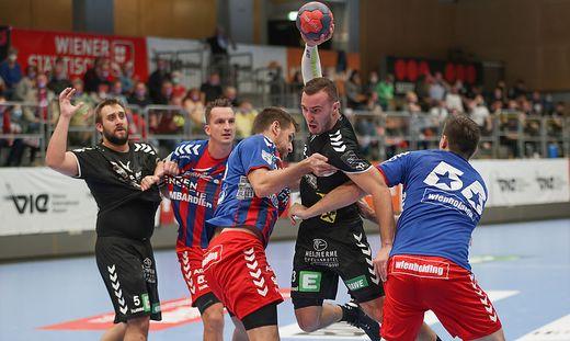 Rok Skol (2. von rechts) und die HSG Graz unterlagen dem Tabellenführer