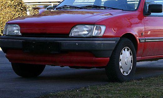 Derzeit oft zu beobachten: Autos, die pausieren müssen (Symbolfoto)