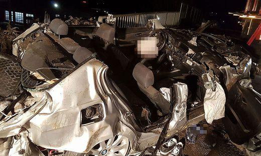 Zwei junge Männer kamen bei dem Unfall ums Leben