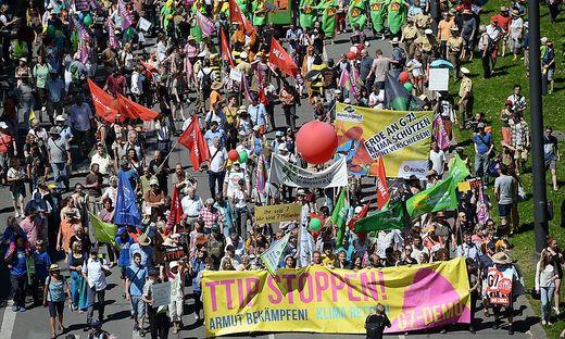 Quer durch Europa wird gegen TTIP demonstriert