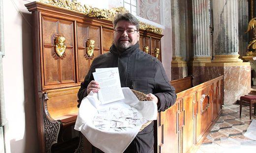 Im Klagenfurter Dom aber auch in anderen Pfarren gibt es Aschesäckchen zum Mitnehmen. Samt Begleittexten