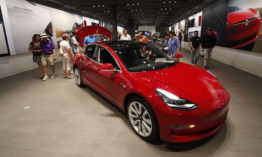 Was wusste Tesla über die Probleme mit dem Model 3 — FBI untersucht