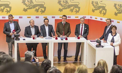 Kleine Zeitung-Diskussion an der Uni Klagenfurt: Köfer, Holub, Benger, Darmann und Kaiser stellten sich den Fragen von Adolf Winkler und Antonia Gössinger (von links)