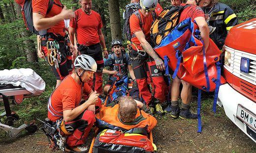 Feuerwehr, Bergrettung, Rettung und Polizei kümmerten sich um den Verletzten