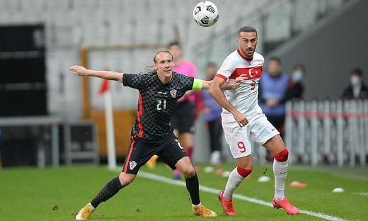 Domagoj Vida (links) in der ersten Hälfte gegen die Türkei