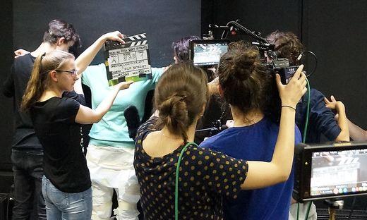 Jugendliche lernen beim Workshop nicht nur filmen