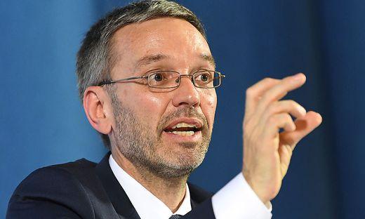 PK 'OeSTERREICHISCHES ASSISTENZMODEL ALS VORBILD FUeR EFFIZIENTEN EU-AUSSENGRENZSCHUTZ': KICKL