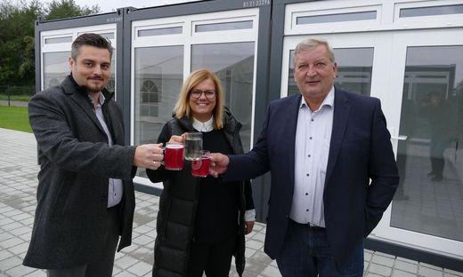 Die Geschäftsführer Christoph Leist und Katharina Gutmann-Kleider mit Bürgermeister Franz Labugger