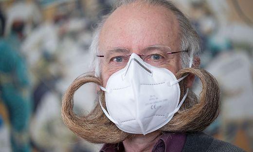 """""""Bartweltmeister"""" demonstrieren: Auch für sie ist die FFP2-Maske kein Problem"""