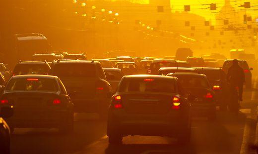 Der Verkehr trägt zu 30 Prozent zu den CO2-Emmissionen bei