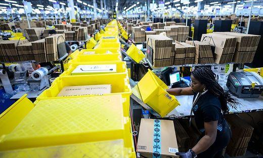 Amazons Fullfillment Center in Staten Island, New York
