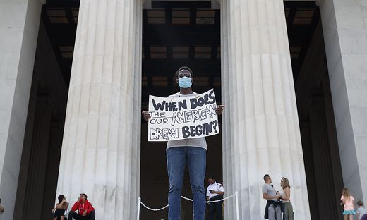 "Wann beginnt unser ""american dream""?, fragt dieser Demonstrant"