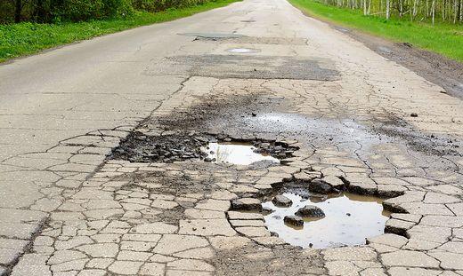 Die Straßenerhaltung ist Sache von Eigentümern und Servitutsberechtigten