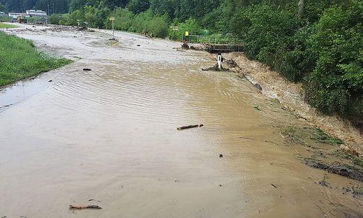 Zahlreiche Bäche traten über die Ufer