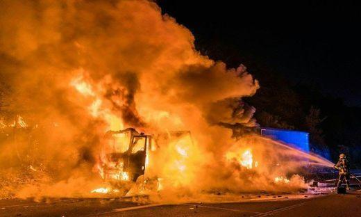 Lkw brannte auf A2: Explosionen an Bord