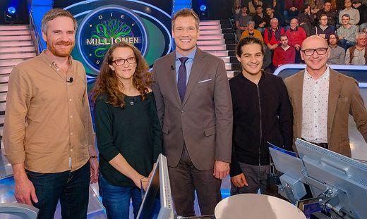 Benjamin Dianat (Zweiter von rechts) ist am Montag in der Millionenshow zu sehen