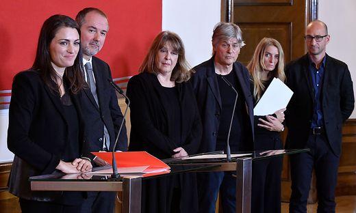 Kommissärin Verena Konrad und die ausgewählten Künstler