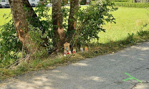 An der Unfallstelle wurden Kerzen aufgestellt