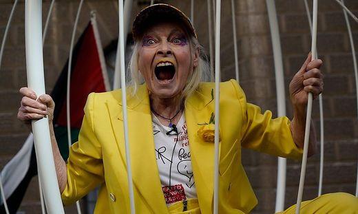 Vivienne Westwood im Vorjahr bei Protest für die Freilassung von Julien Assange