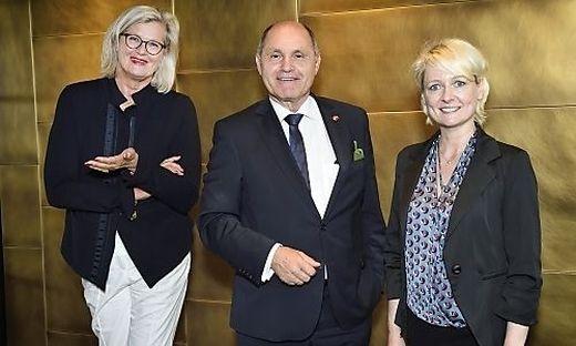 Besuch in Bern: Österreichs Botschafterin in der Schweiz, Ursula Plassnik, Nationalratspräsident Wolfgang Sobotka und die Schweizer Parlamentspräsidentin Isabel Moret