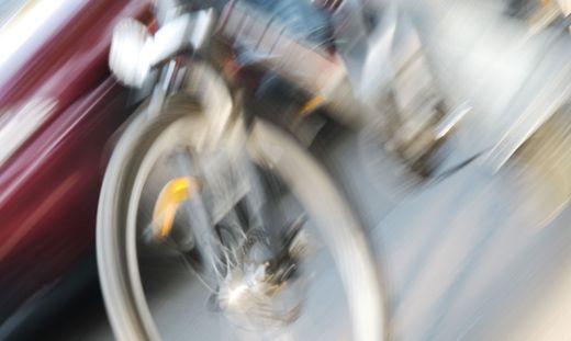 Die Radfahrerin erlitt einen Schenkelhalsbruch und mehrfache Prellungen