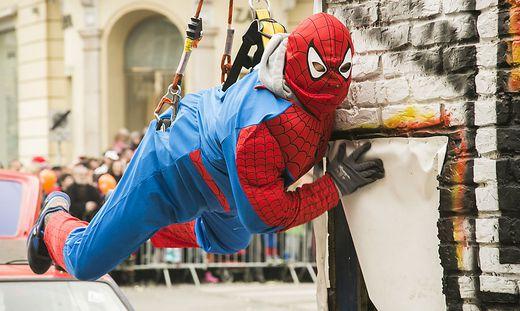Spiderman beim Faschingsumzug in Graz